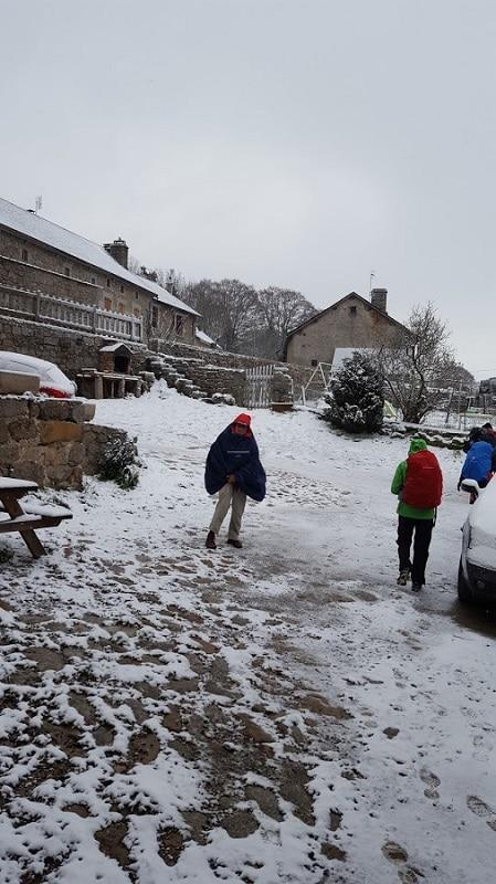 1er mai départ sous la neige du gite les bouleaux nains altitude 1250