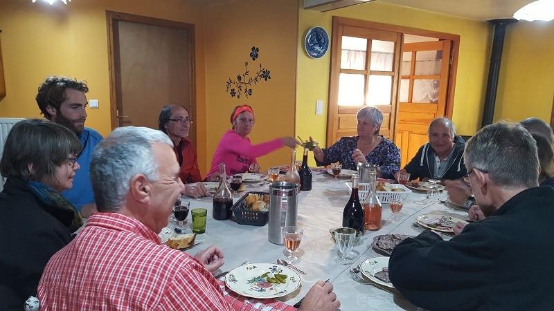 gite les bouleaux nains lajo repas entre pèlerin