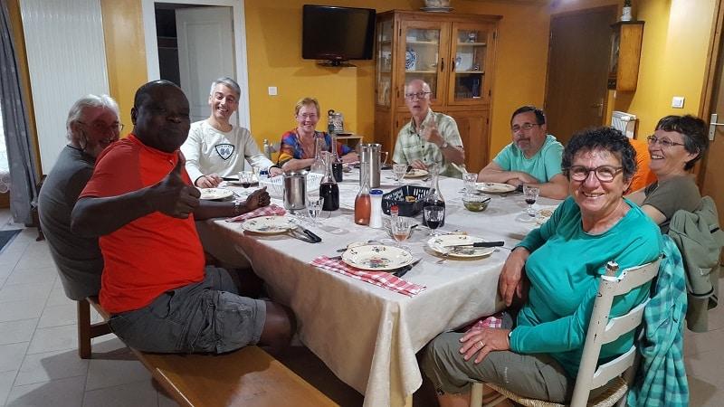 Journaliste outre mer sur le chemin de st jacques en reportage au gite les bouleaux nains a Lajo