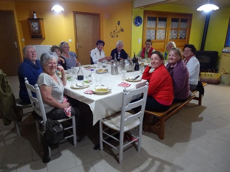 pèlerin de saint jacques Compostelle soirée entre dame a Lajo