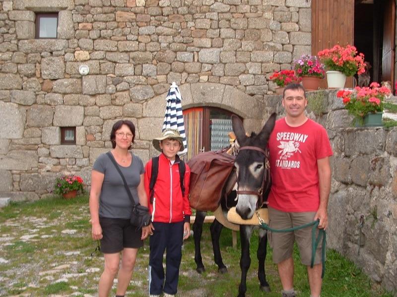 1er famille reçu au gîte les bouleaux nains avec un âne