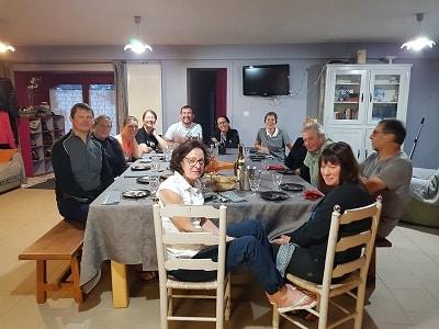 l'Ardèche la Savoie et une belle brochette d'amis autour de la table à Lajo le gite les bouleaux nains